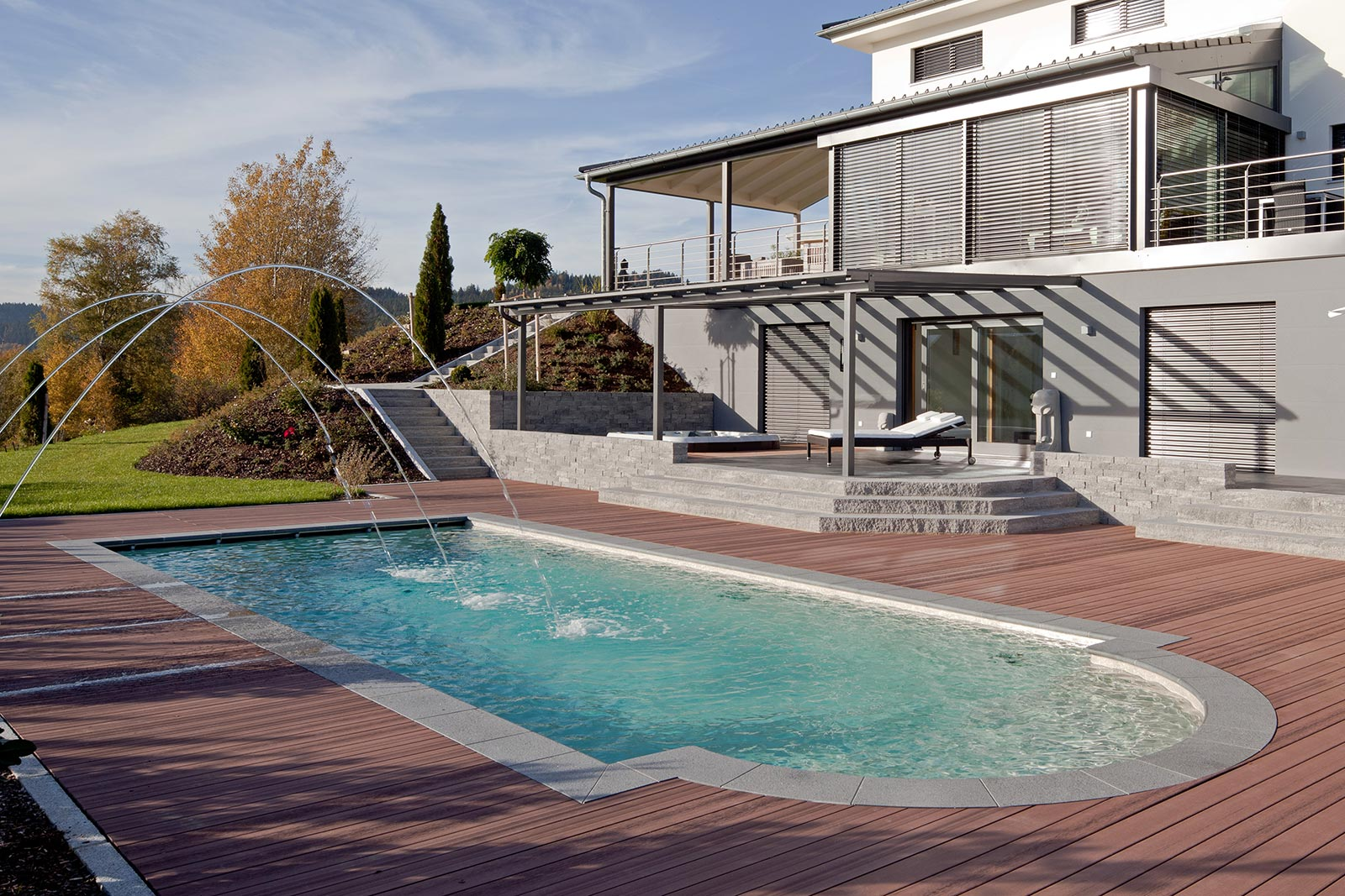 Portrait reps gmbh schwimmbad whirlpool poolservice for Fertigbecken pool